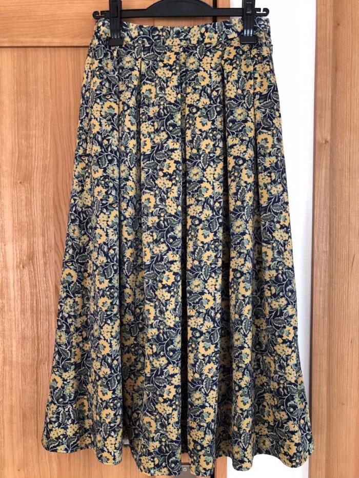 小花柄のスカート
