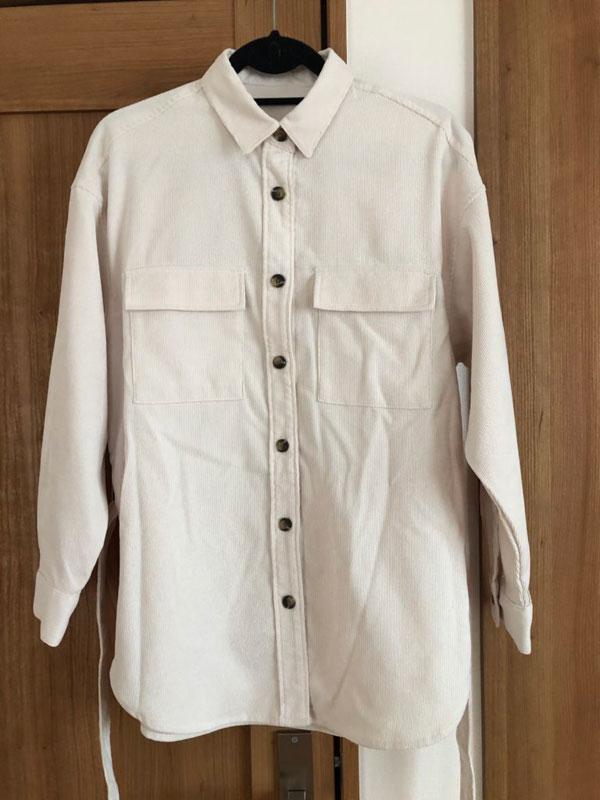ベルトを外したGU コーデュロイベルテッドオーバーサイズシャツ