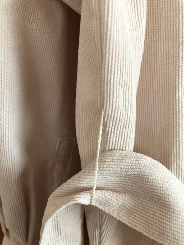 GU コーデュロイベルテッドオーバーサイズシャツのベルトループ