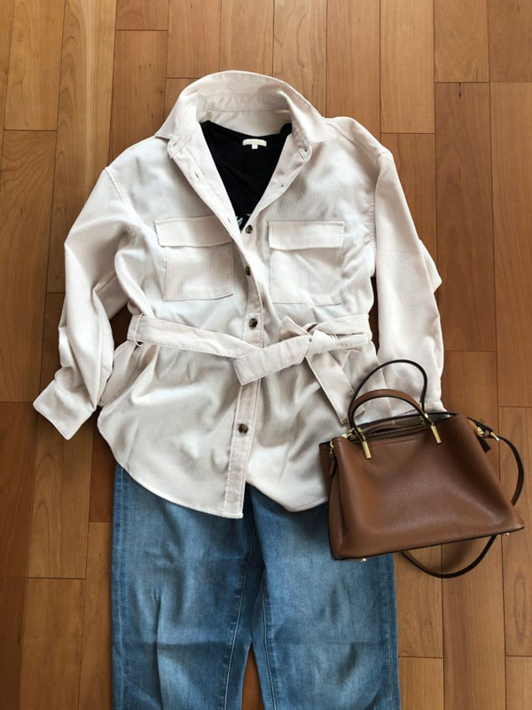 GU コーデュロイベルテッドオーバーサイズシャツのデニムパンツコーデ