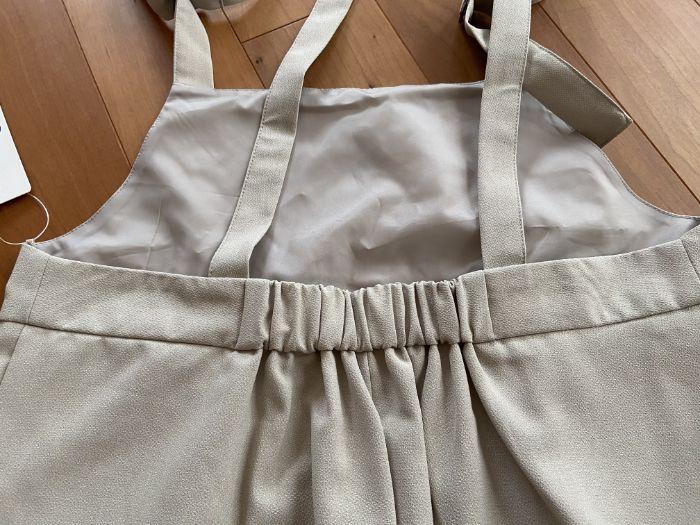 GUバックル付きサロペットワイドパンツの背面のゴム