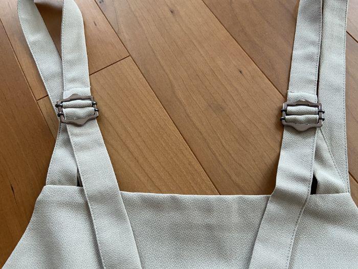 GUバックル付きサロペットワイドパンツの調節できる肩紐