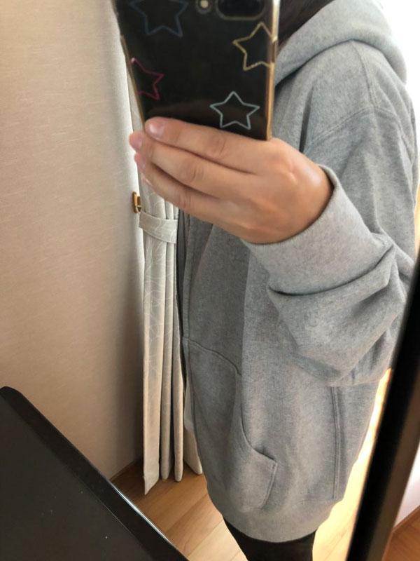 ユニクロ メンズ スウェットフルジップパーカーXLの女性の着用イメージ
